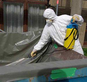 Eine Asbest Maske schützt vor Gesundheitsschäden durch Asbest.