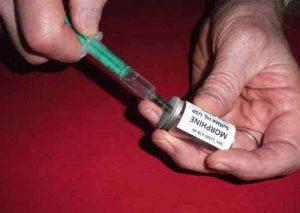Morphium oder Morphin ist als Flüssigkeit zum Spritzen erhältlich.