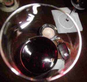 Die Wirkung von Alkohol steigert die Risikobereitschaft.