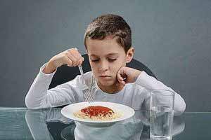 Zu den häufigen Nebenwirkungen bei der Einnahme von Ritalin zählt Appetitlosigkeit.