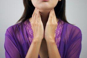 Pfeiffersches Drüsenfieber ist eine Infektionskrankheit, die zu starken Schwellungen an verschiedenen Organen führen kann.