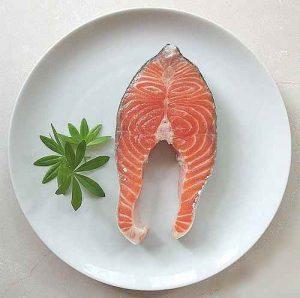 Lachs enthält viel der wertvollen Omega 3 Fettsäuren.