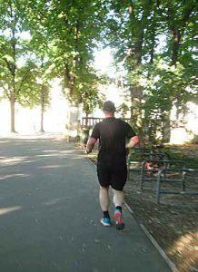 Zur Vorbeugung gegen Omega 3 Mangel hilft regelmäßige körperliche Aktivität, am besten Ausdauertraining.