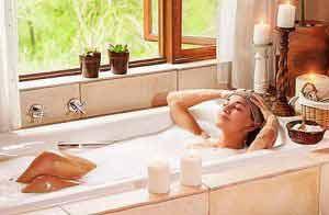 Ein entspannnendes Basenbad hilft gegen Übersäuerung.